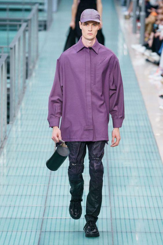 Фиолетовая рубашка.