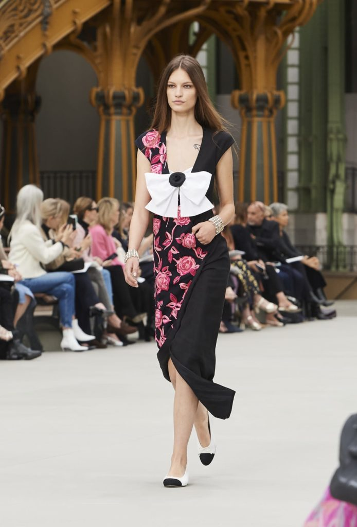 Платье Шанель с принтом.