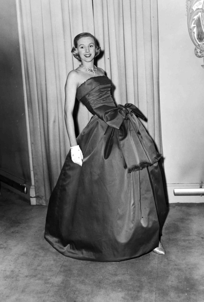 Платье от Диора с бантом.