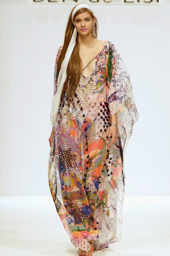 Длинное платье хиппи в стиле 70-х.