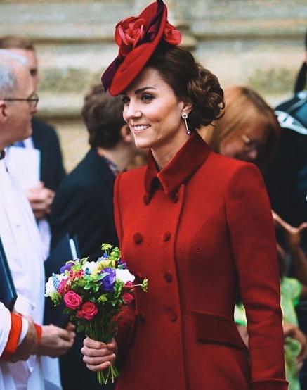 Кейт в красном