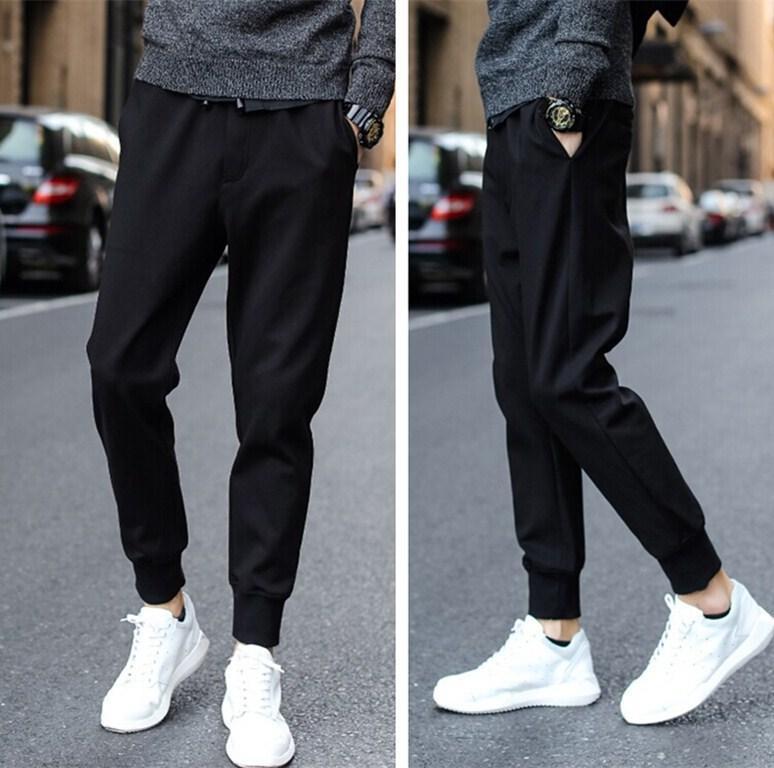 Обувь в спортивном стиле.