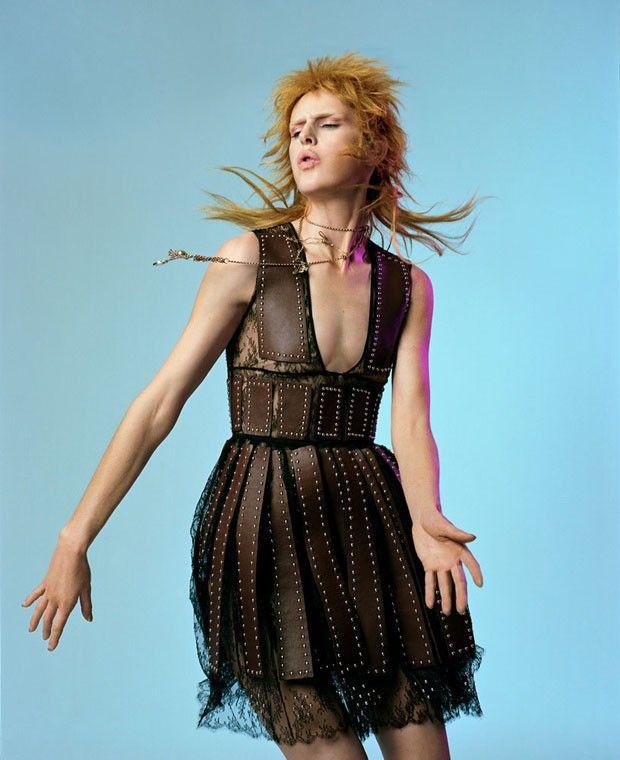 Платье глэм-рок — сочетанеи кружева и кожи.