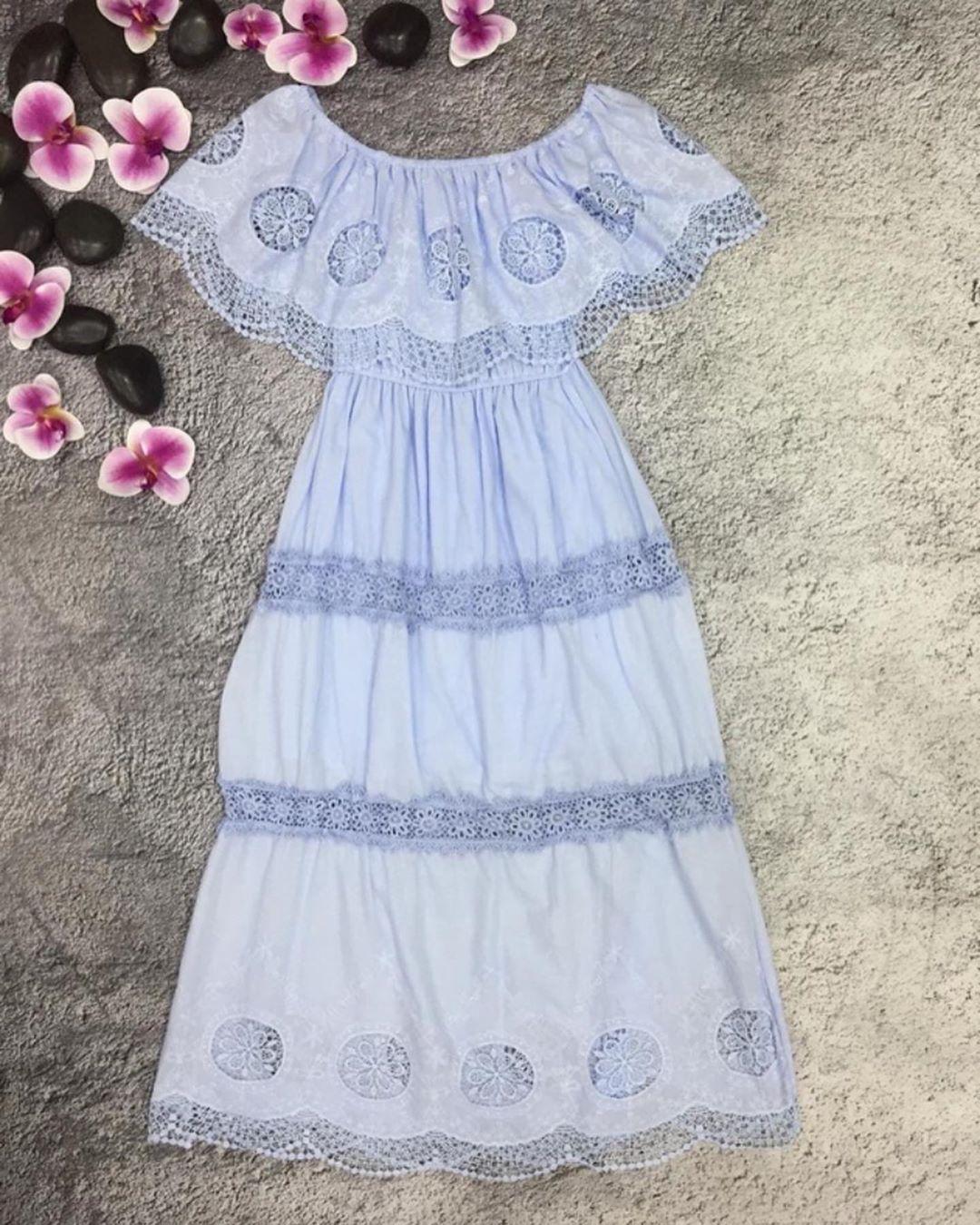 Платье пастельно-голубого цвета