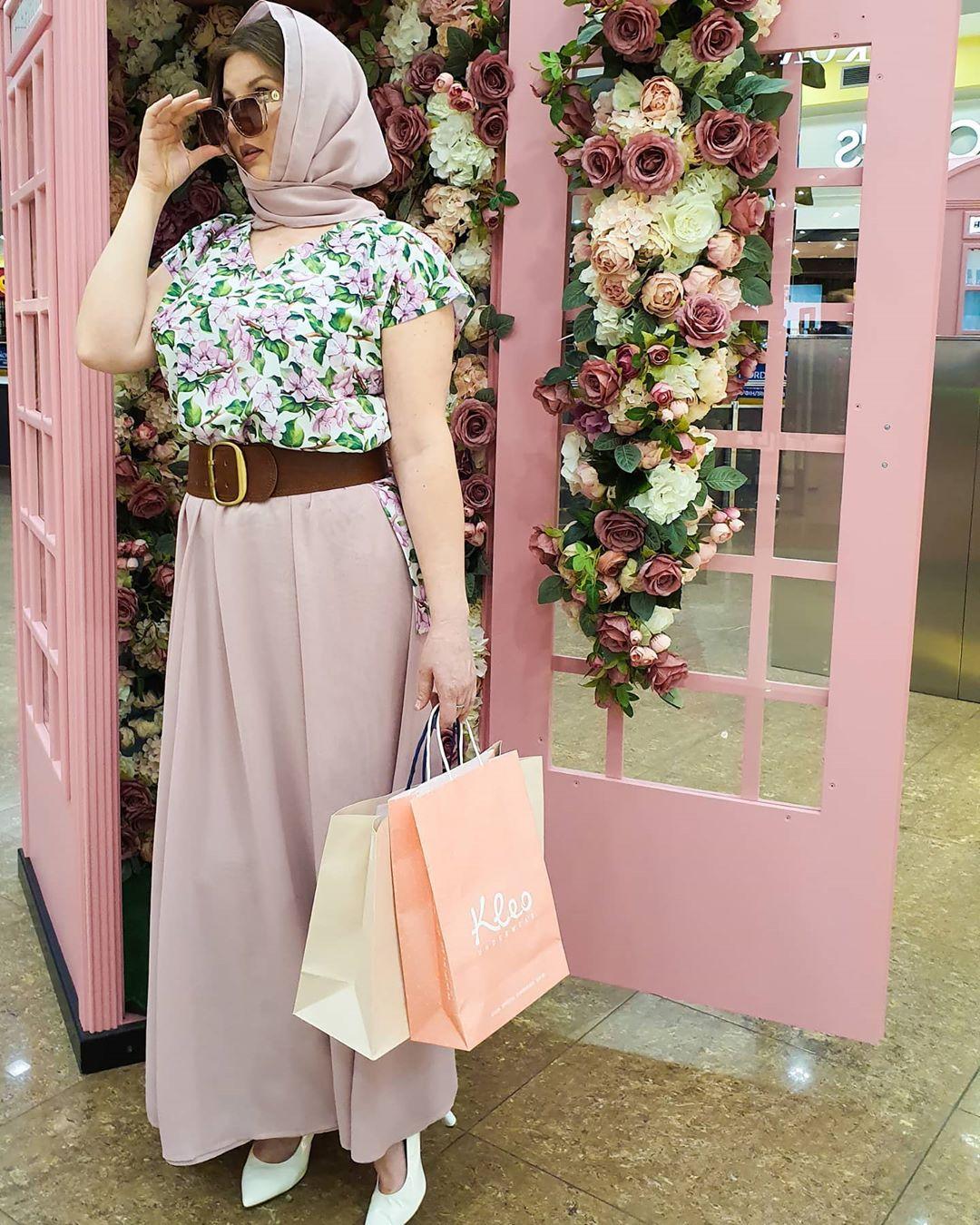 Юбка в пол с цветочной блузкой и косынкой