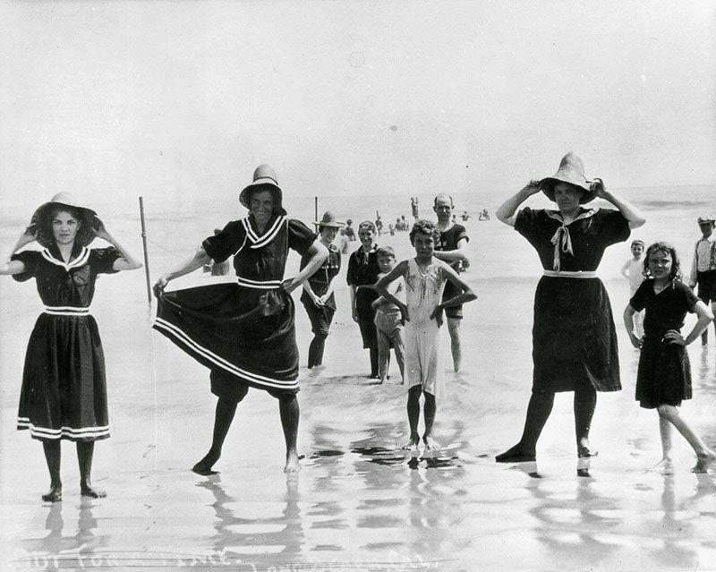 Первые купальные платья
