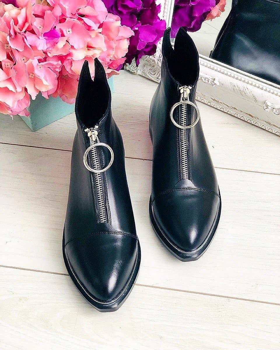 Туфли с острыми носками