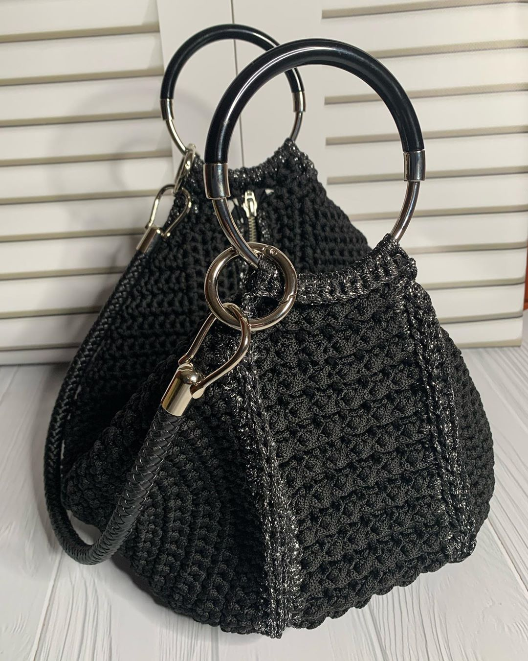 Большая чёрная сумка