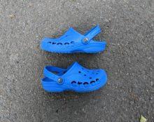 Синие кроксы