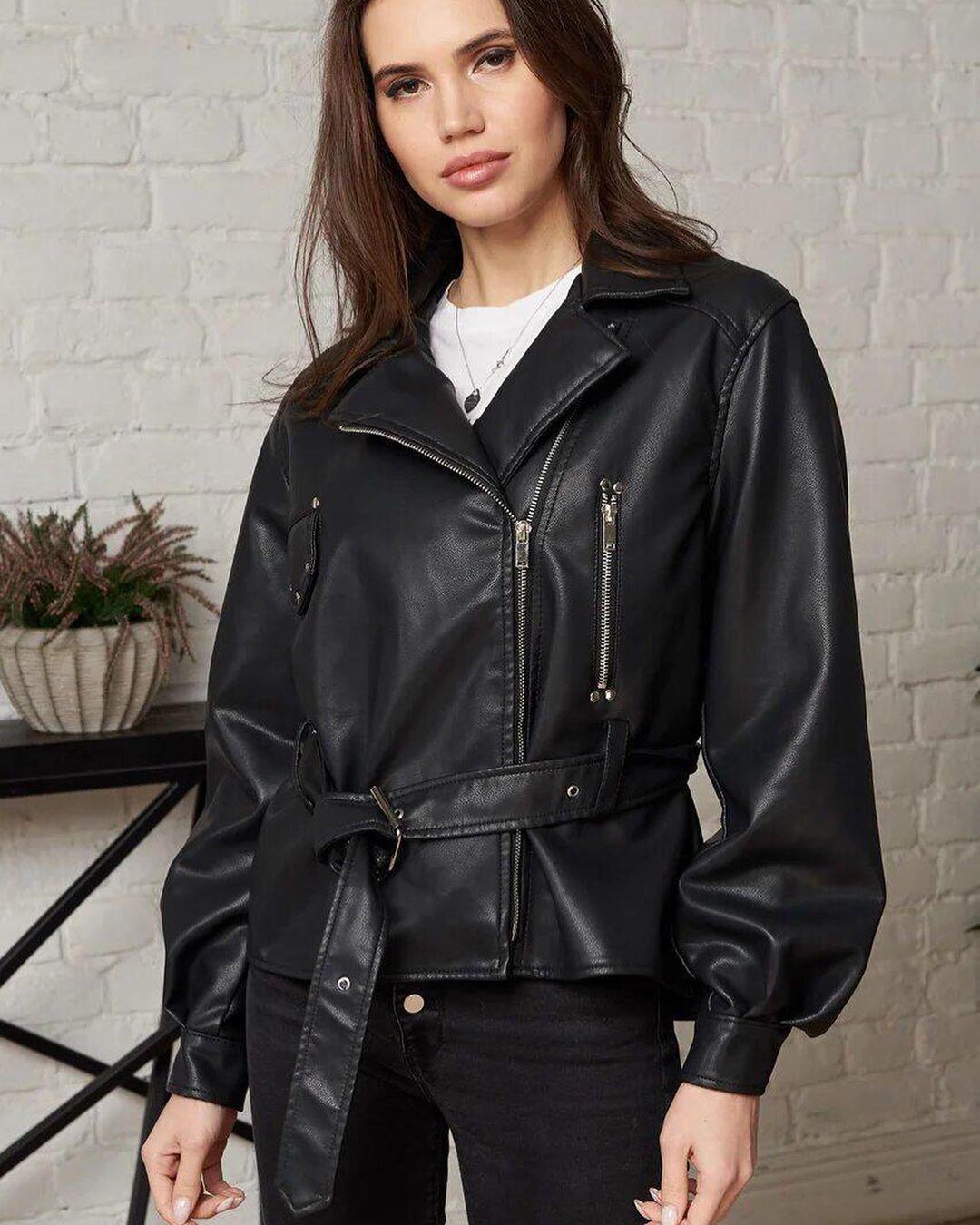 Кожаная куртка с широким поясом