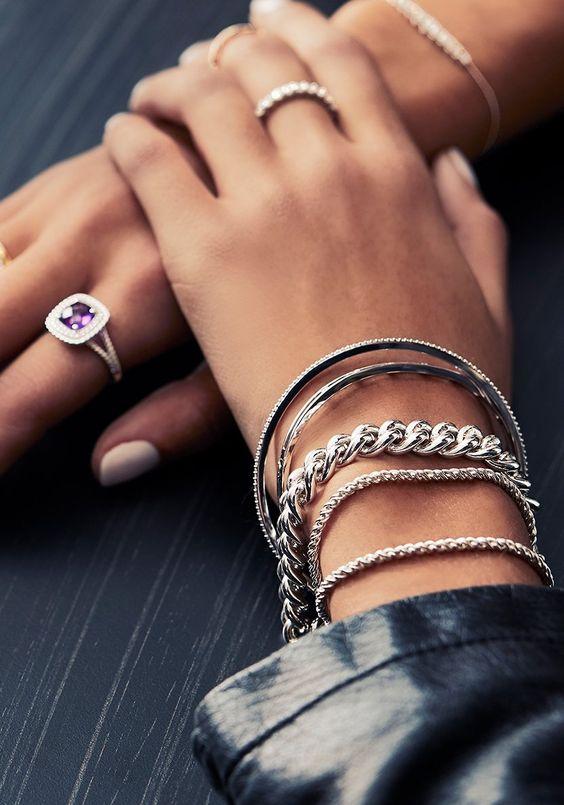 Серебряные браслеты.
