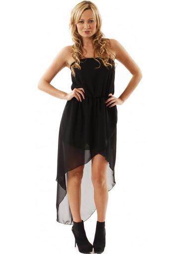 Асимметричное платье с туфлями на высоком каблуке