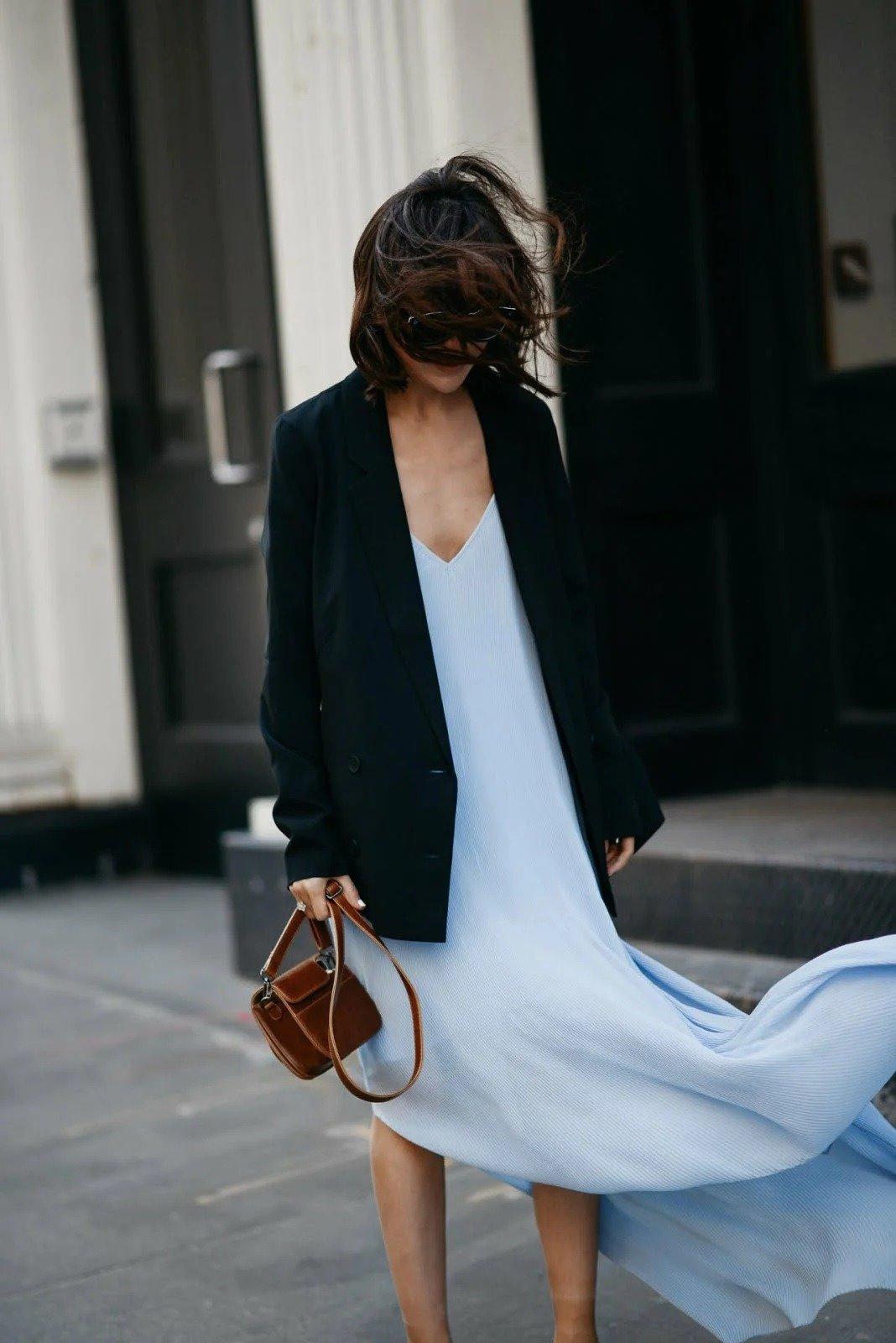 платье-комбинация с тяжёлым пиджаком