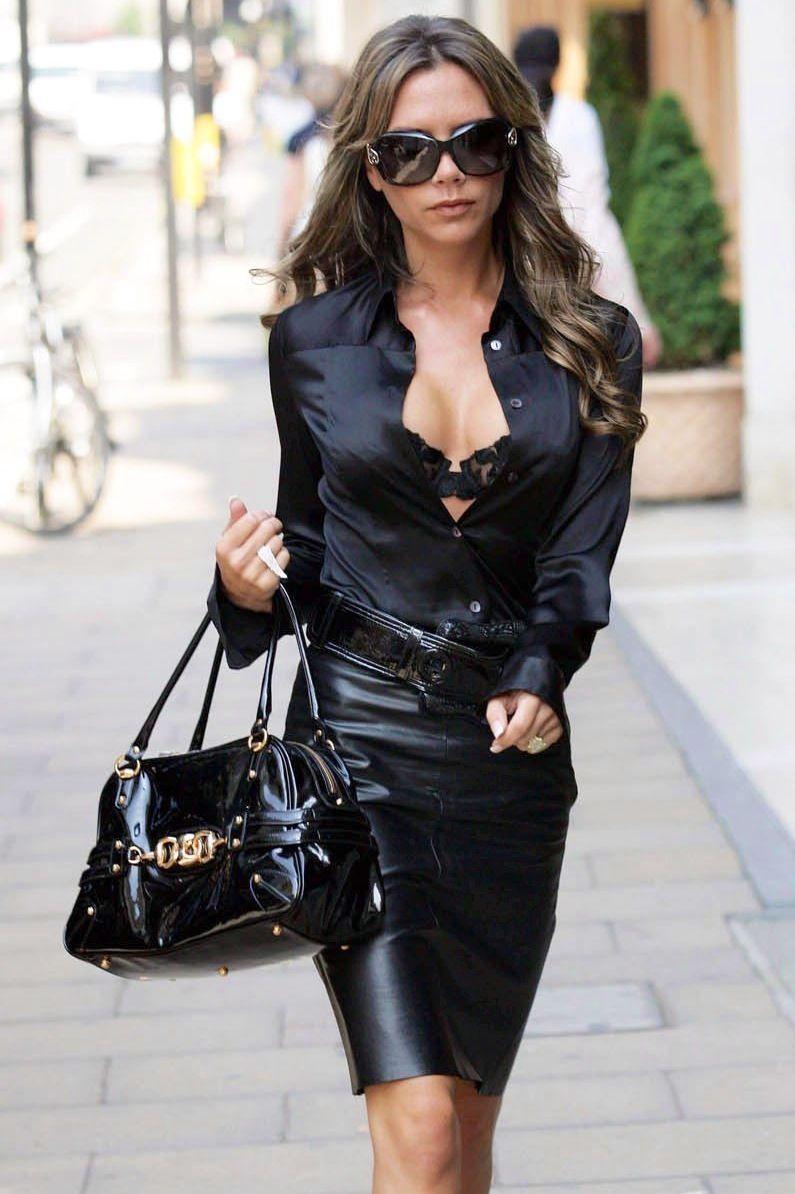 Виктория Бэкхем в шёлковой блузке