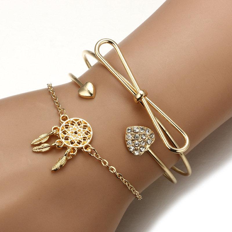 Золотые браслеты.