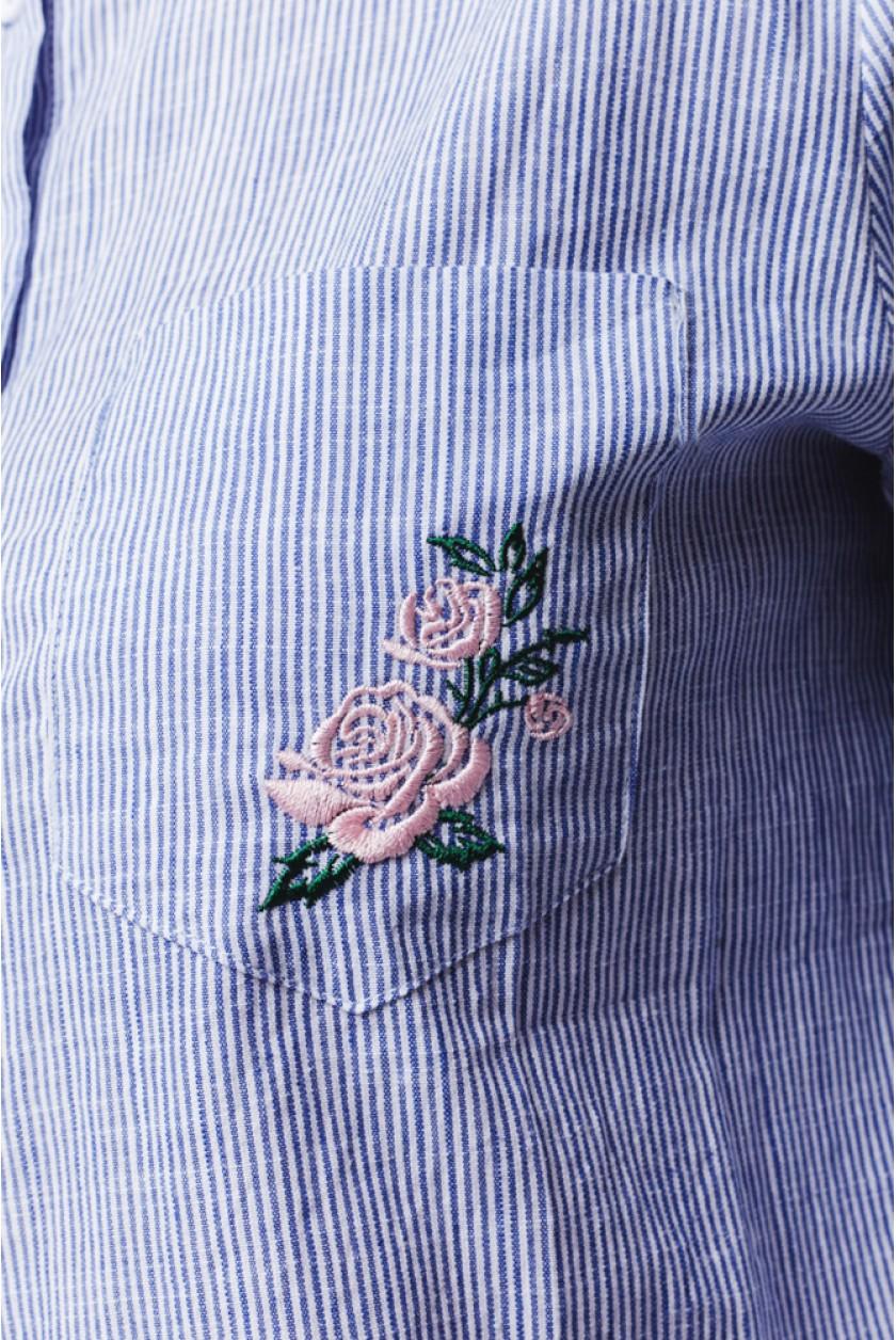 роза на рубашке