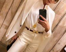 Виктория Бэкхем в белом костюме