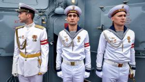 Парадная форма моряков.