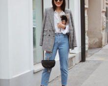 Серый жакет в клетку, белая свободная рубашка и прямые джинсы