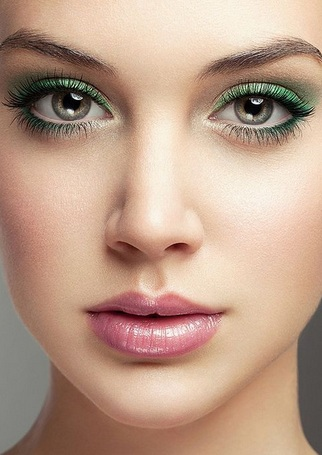Зелёные глаза.