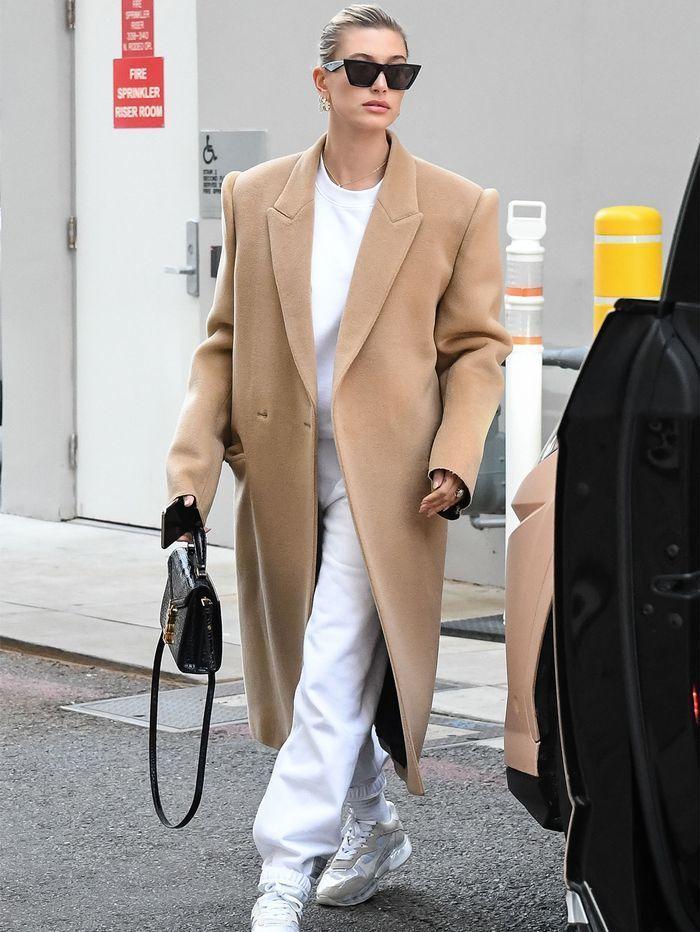 костюм из футера с классическим пальто