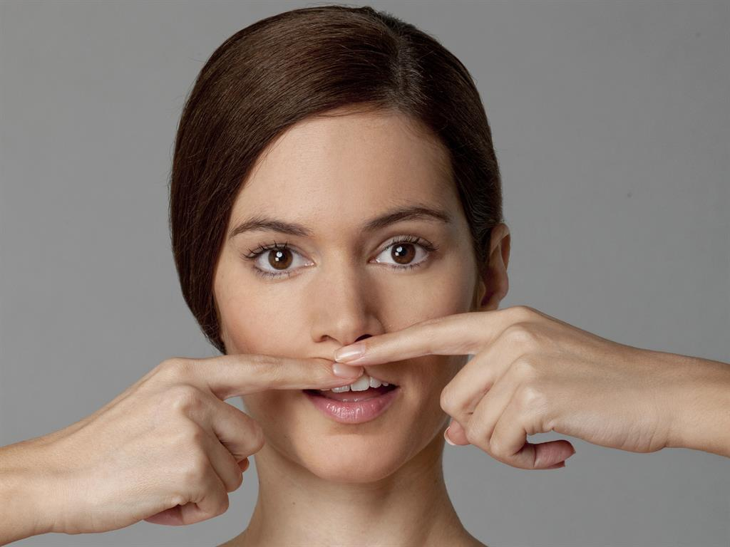 упражнения для пухлости губ