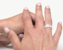 jewellerymag-ru-3-izmerenie-palca-s-santimetrom