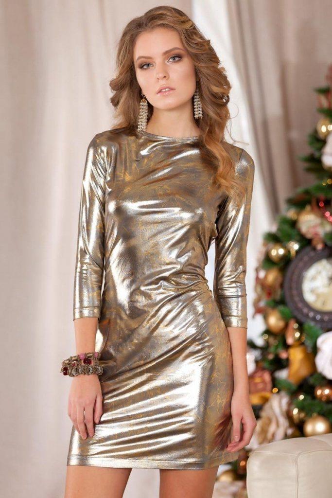 Блестящее платье.