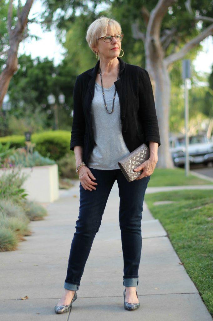 чёрные джинсы для женщин после 50