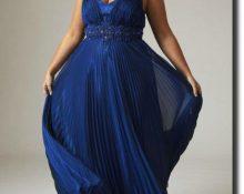 Синее платье с плиссе.