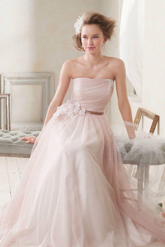 Свадебное платье пастельных тонов.