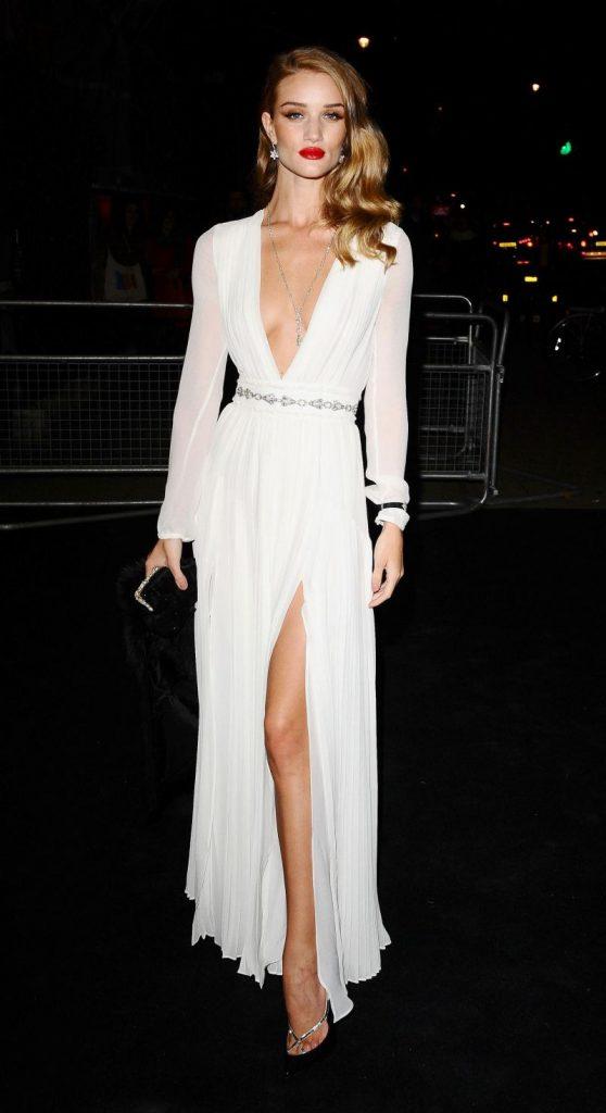 Белое платье.