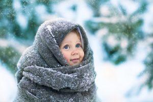закутанные дети зимой