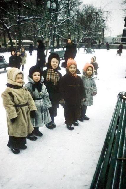 закутанные в одежды дети СССР зимой