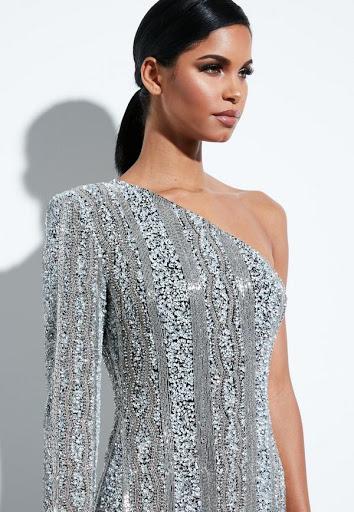 Платье на одно плечо.