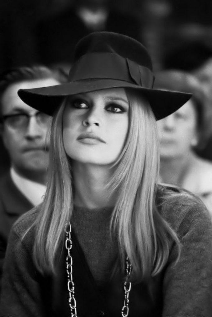 Бриджит Бардо в шляпе