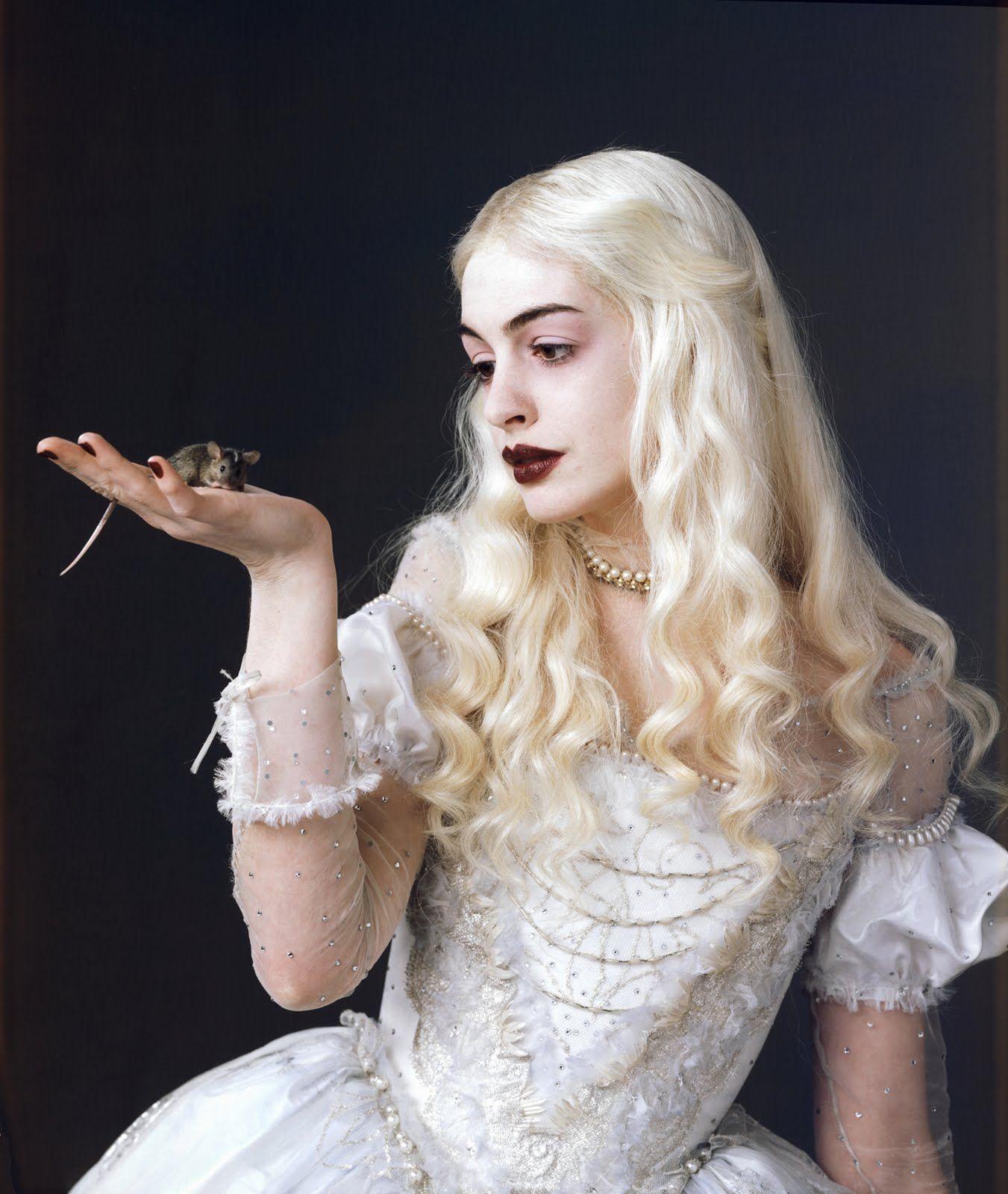 """Образ Белой Королевы из """"Алисы в стране чудес"""""""