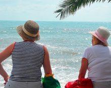 Головной убор на отдыхе для пенсионерок