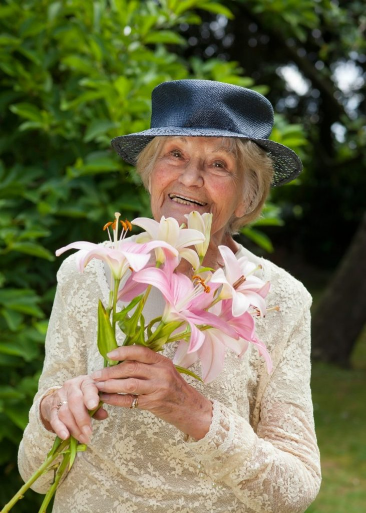 пенсионерка в шляпке