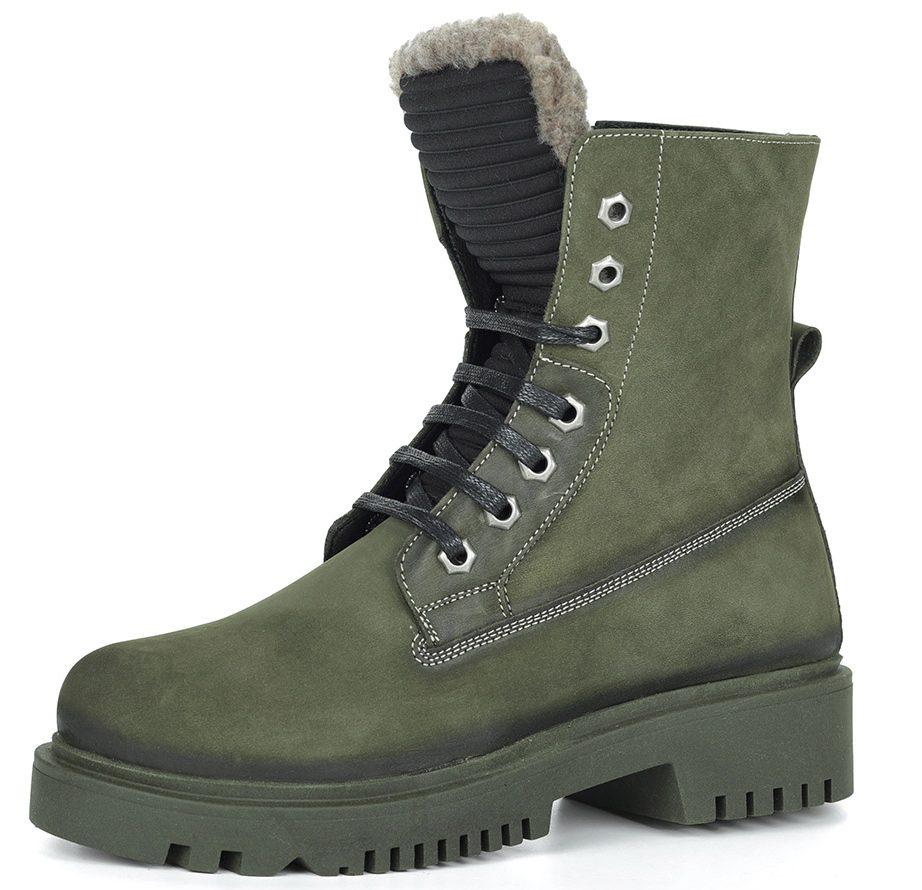 Ботинки зелёного цвета.