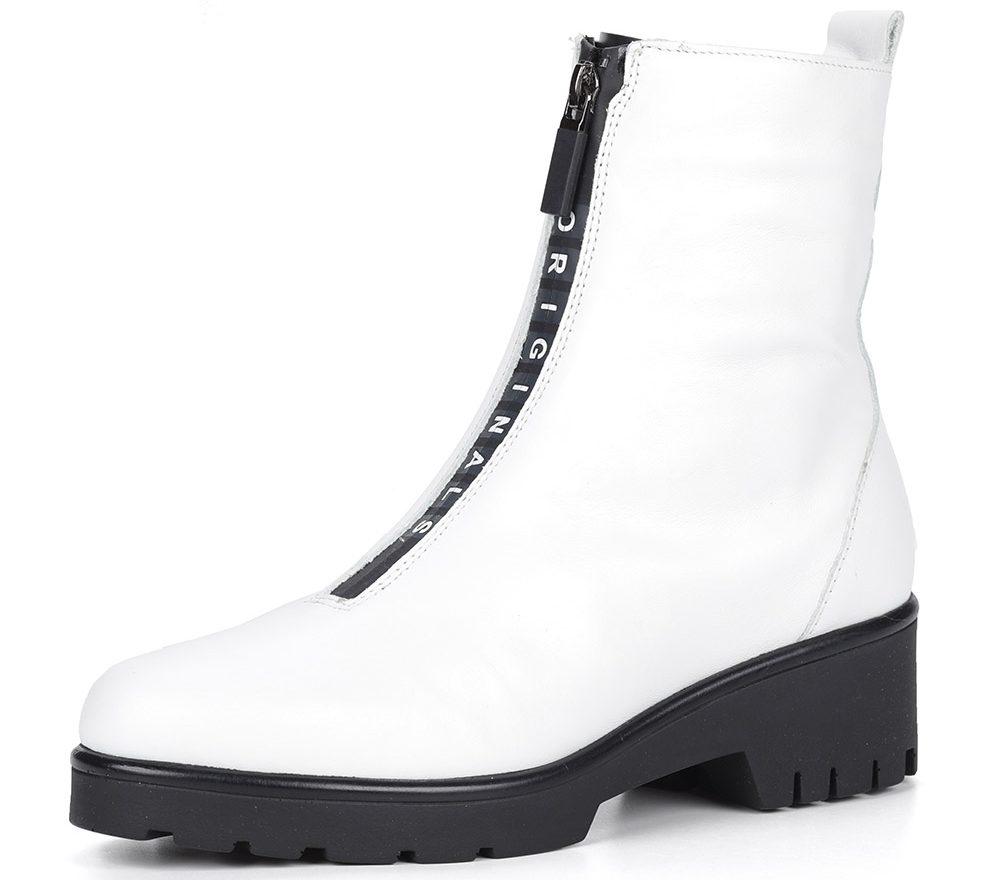 Белые ботинки с замком.