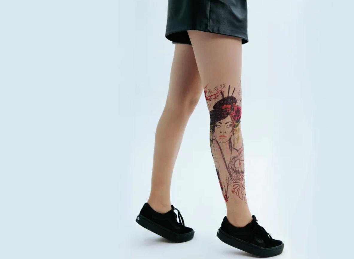 Колготки с принтами в виде татуировок
