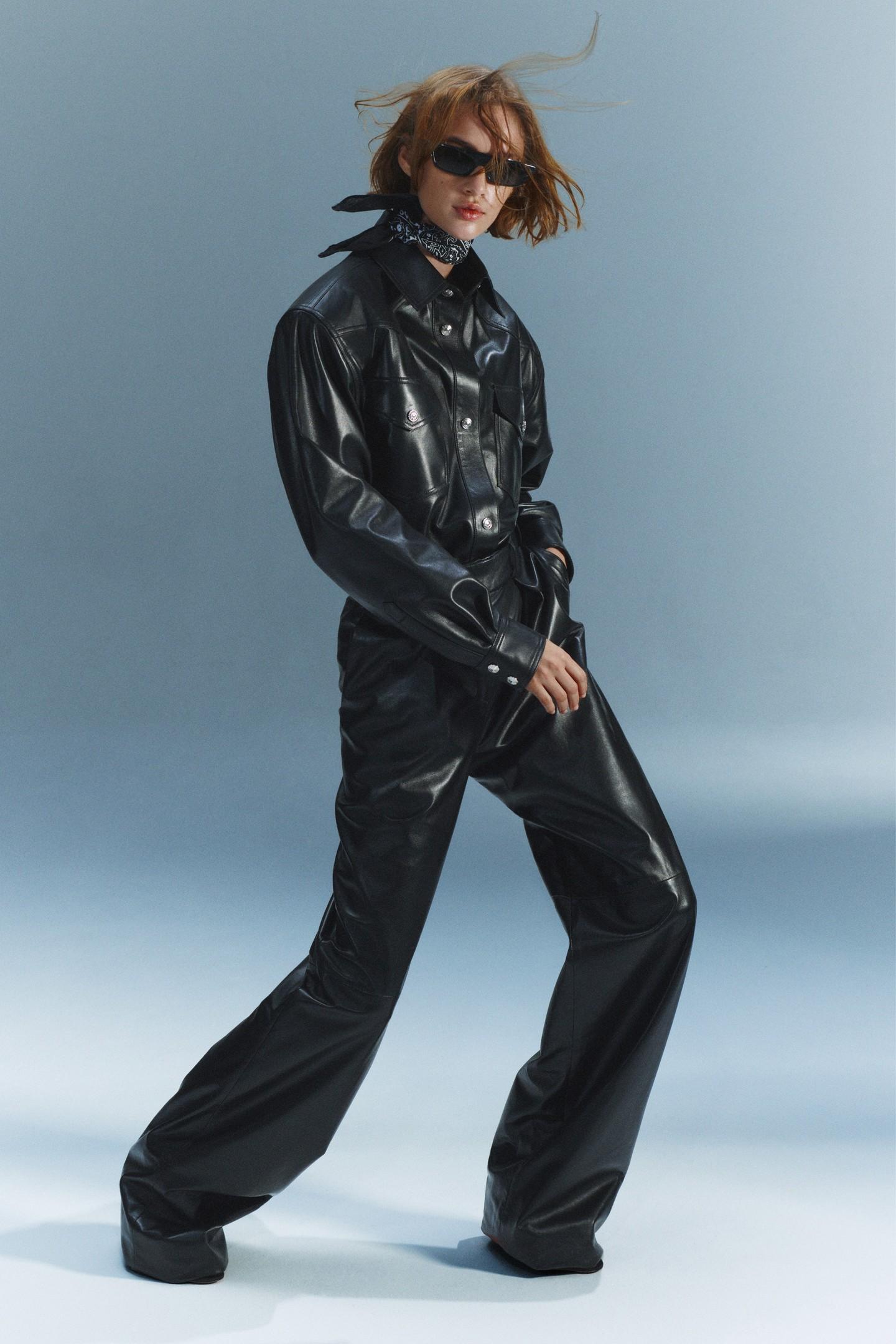 Кожаный деловой костюм