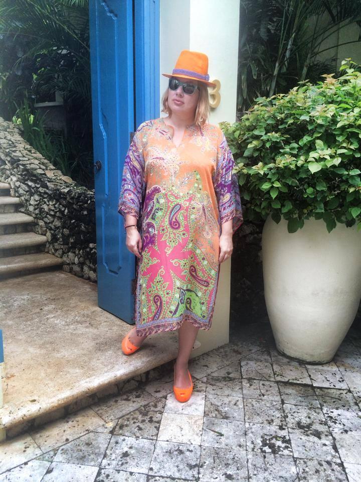 Ева Польна в лёгкой шляпке на отдыхе