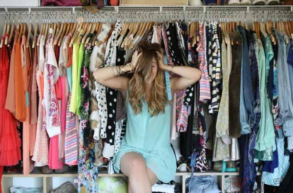 переполненный гардероб