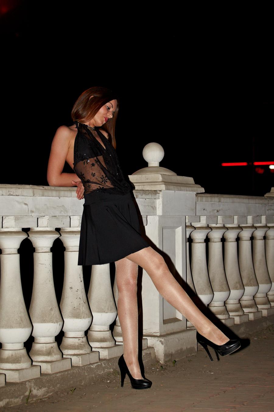 вечерне платье и телесные колготки