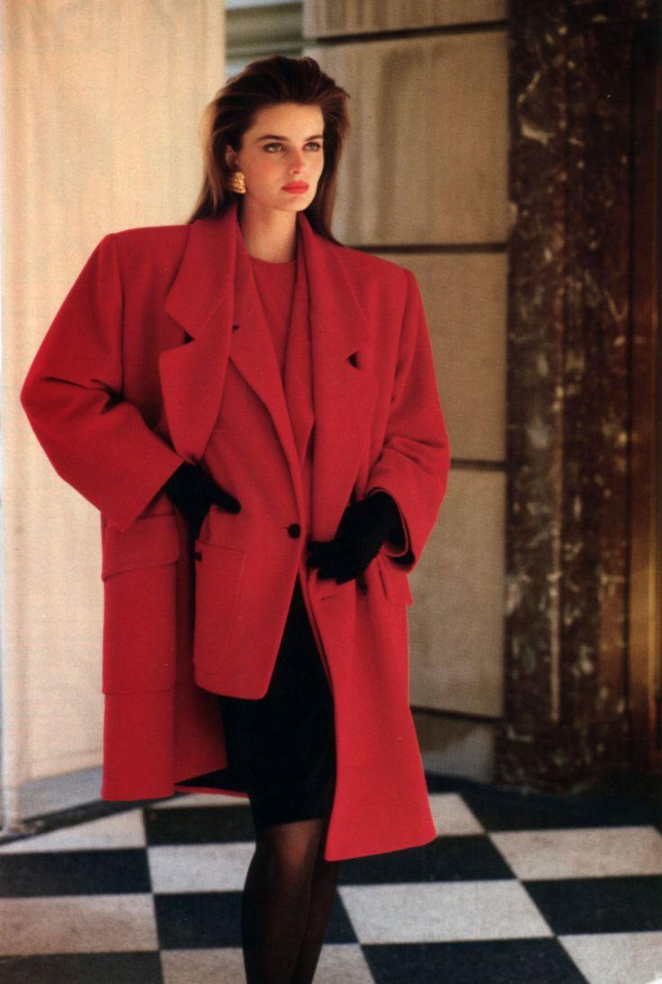 пальто с объемными плечами