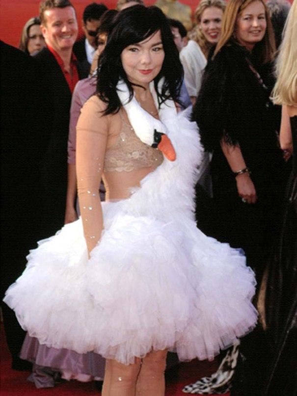 """Бьорк в """"лебедином платье"""" на премии Оскар-2001"""