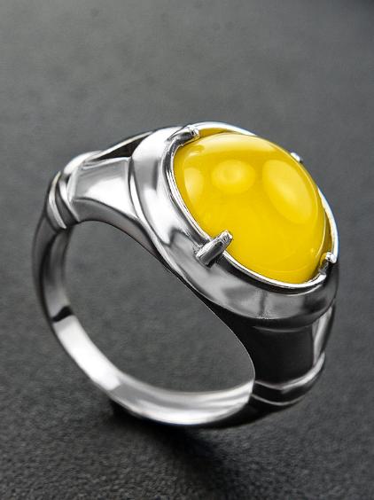 Мужской перстень с янтарём.
