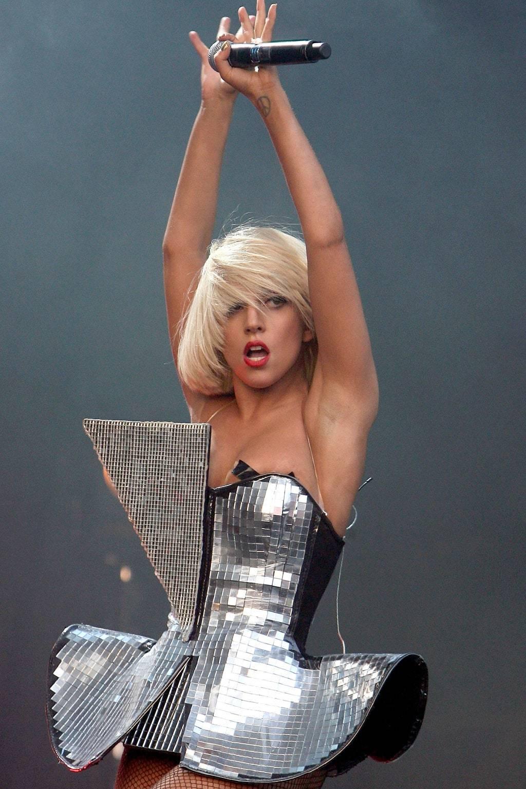 Платье в виде диско-шара